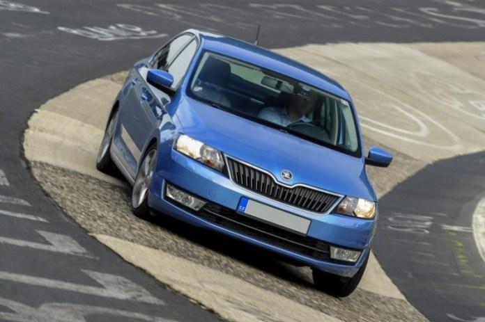 skoda-rapid-12-tsi-laps-nurburgring-in-917-video-69800_1