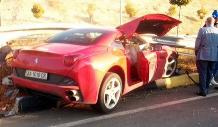 Ferrari California crash (3)