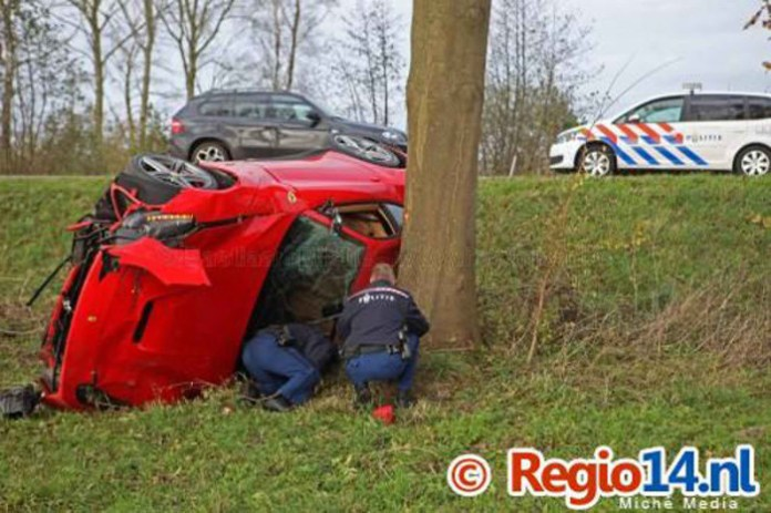 Ferrari-F12Berlinetta-crash-08