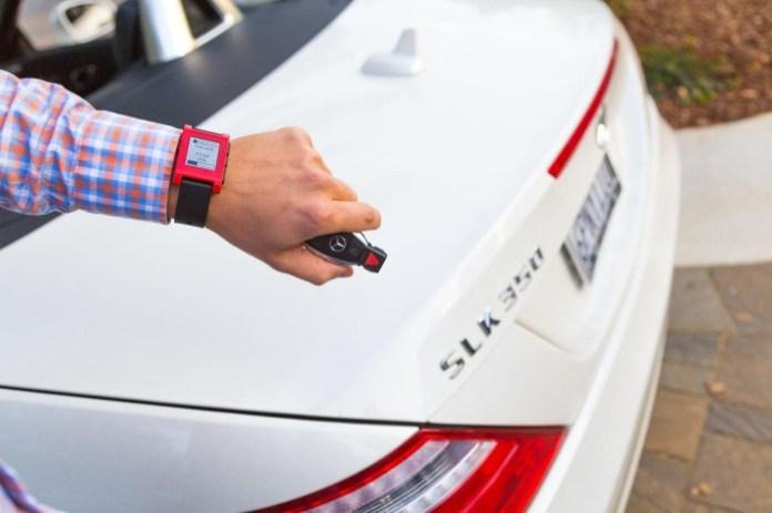 Mercedes-Pebble smartwatch 3