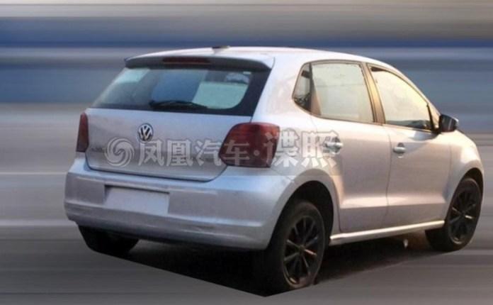 2014 Volkswagen Polo facelift spy photo (1)