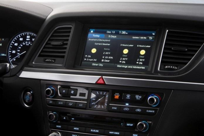 Blue Link system in the 2015 Hyundai Genesis (1)