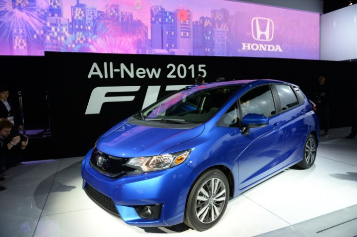Honda Fit 2015 US-spec (1)