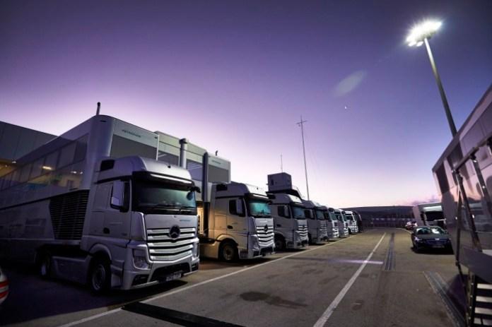 mercedes amg petronas - motorhome - f1 trucks