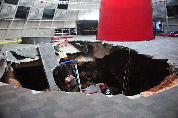 Sinkhole at the National Corvette Museum (1)