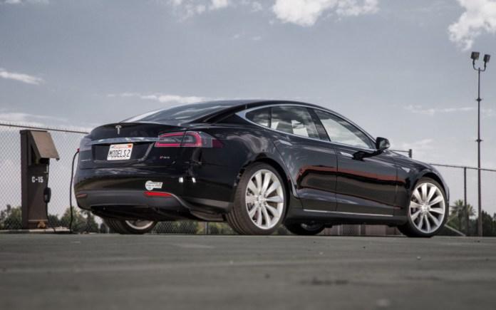 2012-Tesla-Model-S-rear-three-quarter