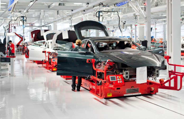 tesla-model-s-undergoing-assembly_100393601_h