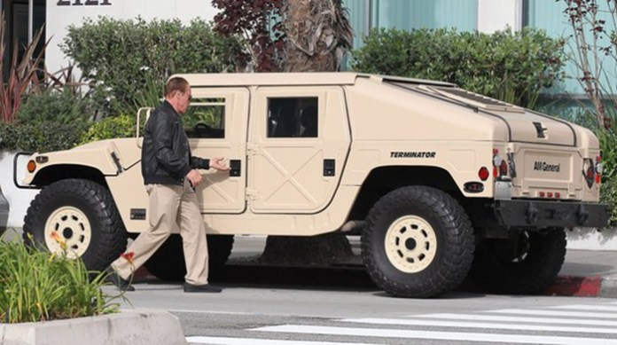 the-terminator-is-a-badass-drives-a-am-general-hummer_5
