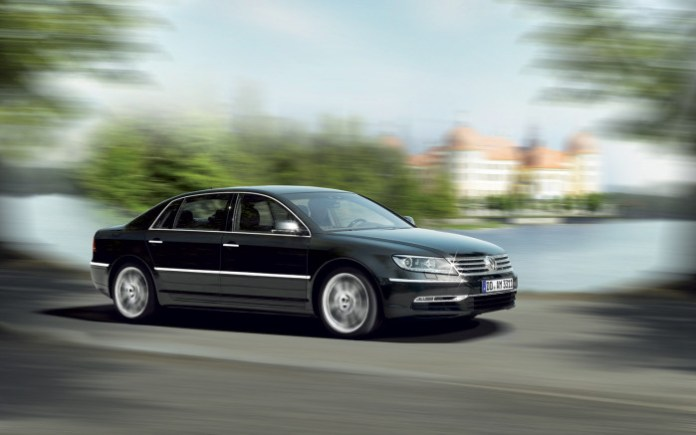 Volkswagen-Phaeton-side-in-motion