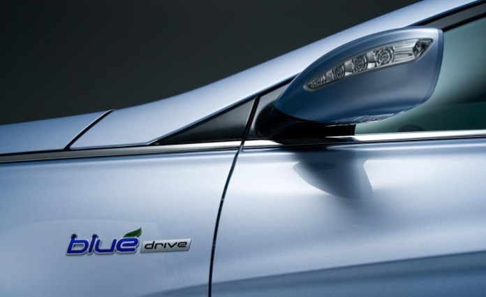 2011-hyundai-sonata-hybrid-fender-badge-and-side-view-mirror-photo-360025-s-1280x782