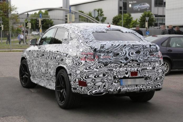 2015-Mercedes-Benz-MLC-side-rear-7