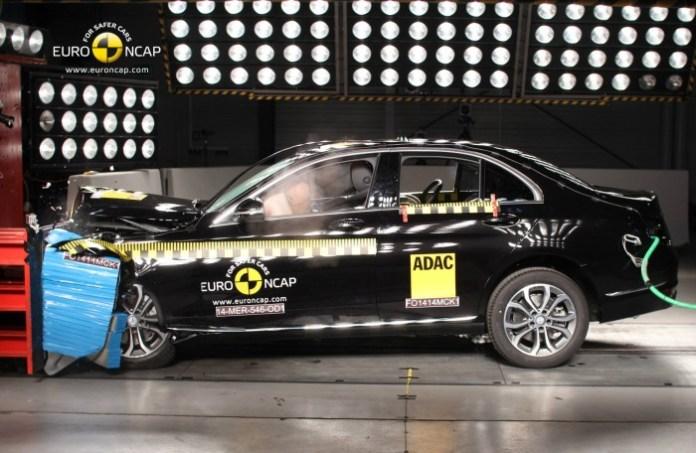 Euro NCAP Mercedes C-Clas 2014 and Hyundai i10 (4)
