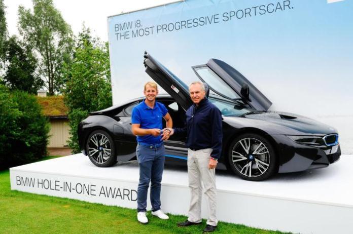 Golfer James Heath and the BMW i8 (2)