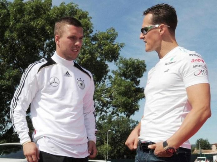 Lukas_Podolski_l._und_Michael_Schumacher_