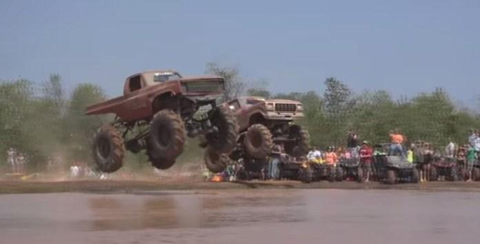 Monster trucks mud