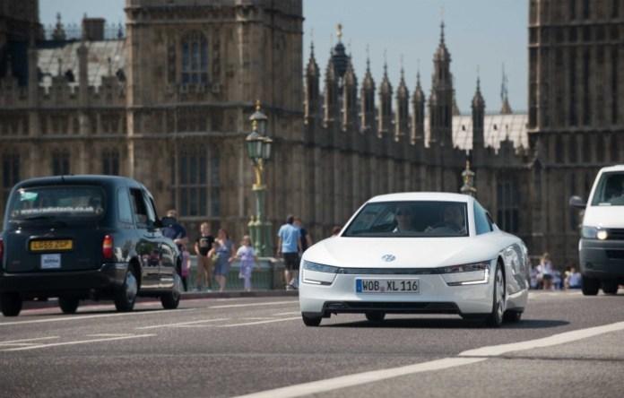 volkswagen-xl1-hybrid-visits-london-video-photo-gallery_6