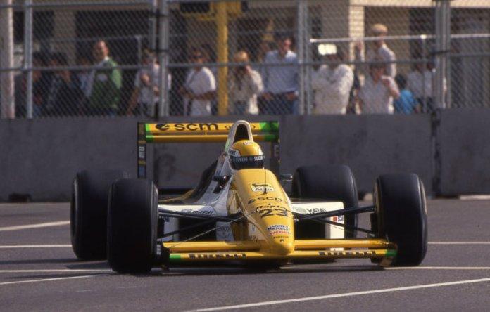 Το πρωτάθλημα ξεκίνησε με εκπλήξεις. Ο άστατος καιρός του Σαββάτου, αλλά και η εξαιριετική μαλακή γόμα για τις κατατακτήριες της Pirelli, ήταν αυτά που χρειάζονταν για να ανακατευτεί το grid. Έτσι, στο Phoenix, ο Pierluigi Martini κατάφερε κάτι που δεν έγινε ποτέ στο παρελθόν ή και αργότερα. Να βάλει μια Minardi στην πρώτη σειρά της εκκίνησης!