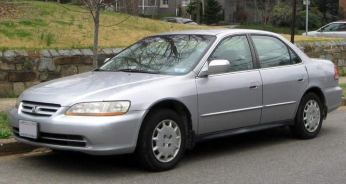 2001-2002_Honda_Accord_sedan_--_03-16-2012