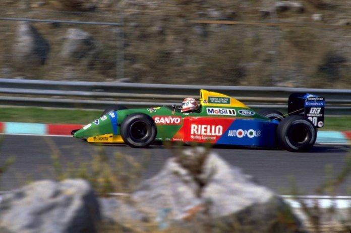 Με εξαίρεση τον εξωαγωνιστικό τραυματισμό του Nannini, το 1990 ήταν μια καλή σεζόν για τη Benetton. Με τον Ford HBA4 3.5 V8 να κινεί τις Β189Β και Β190, ο Nelson Piquet κατέκτησε τη νίκη στους δυο τελευταίους αγώνες, για να σκαρφαλώσει η ομάδα στην τρίτη θέση των κατασκευαστών.