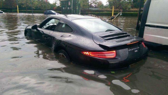 Porsche 911 Flood (1)