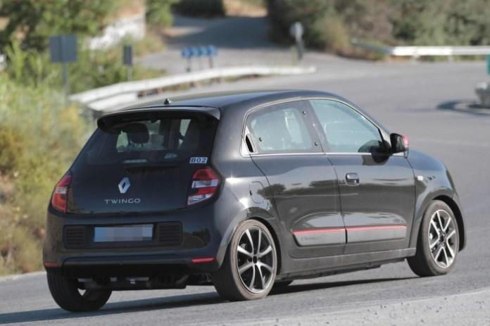 Renault-Twingo-RS-Spy-Photos-2-700x466