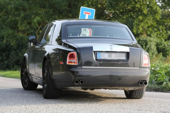 Rolls-Royce Phantom successor spy photo (2)