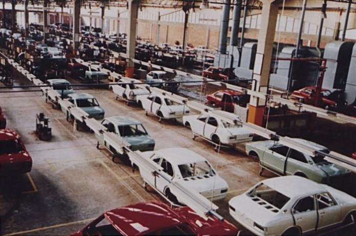201014toy-1971_1st_Toyota_Production_in_Europe_by_Salvador_Caetano