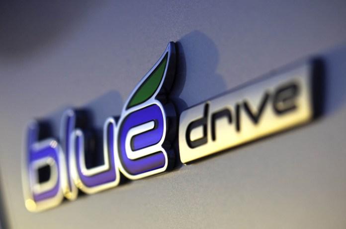 2013-hyundai-sonata-hybrid-exterior-blue-badge-closejpg