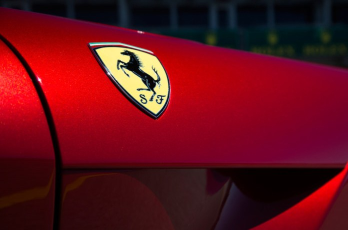 2014-ferrari-f12-berlinetta-badge