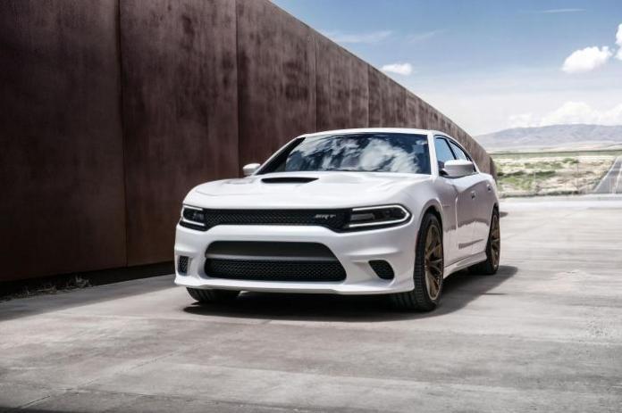 2015-Dodge-Charger-SRT-Hellcat_25