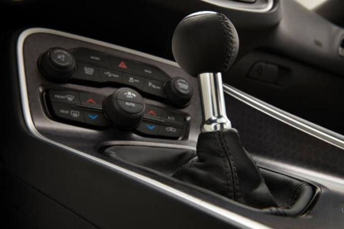 2015-dodge-challenger-6-speed-manual-shifter