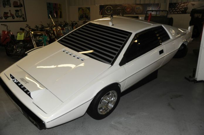 Lotus Esprit Submarine (5)
