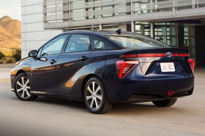 2016-toyota-mirai-rear-side-view