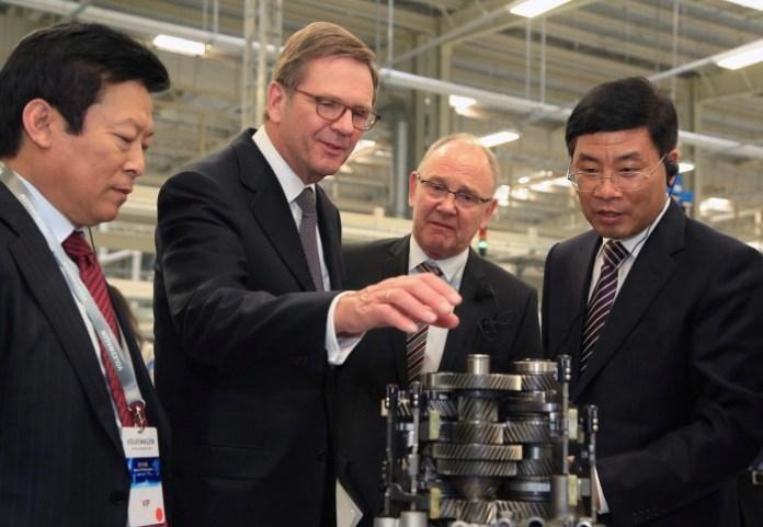 Volkswagen eroeffnet Komponentenwerk in Tianjin Nord China