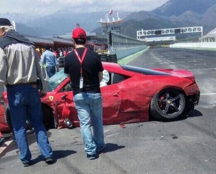 Ferrari 458 Speciale Crash 2
