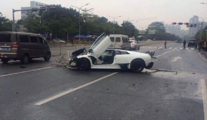 Lamborghini Murcielago SV crash (3)
