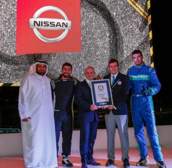 Nissan Guinness World Record for the longest twin vehicle drifting (2)