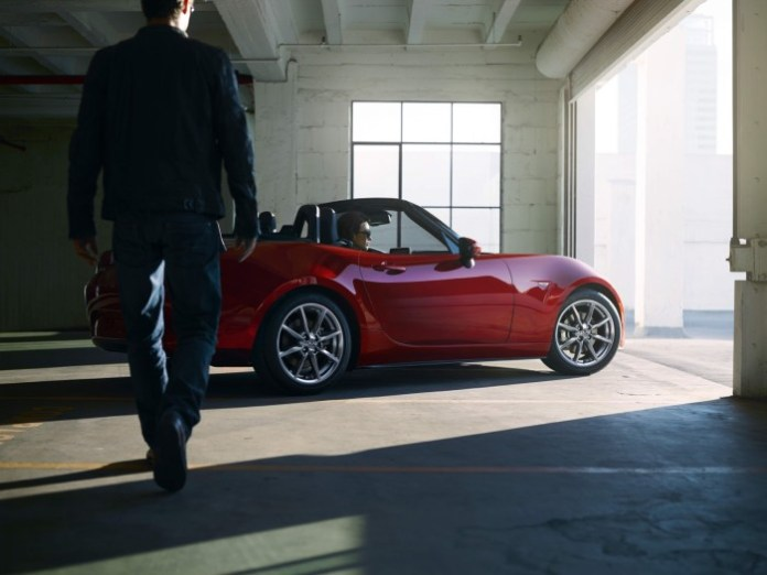 2015-Mazda-mx5-2.jpg.pagespeed.ic.wmOnu2pn_p5NVX9MbD1q