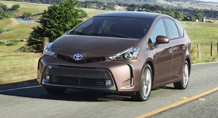 2015-Toyota-Prius-v-0