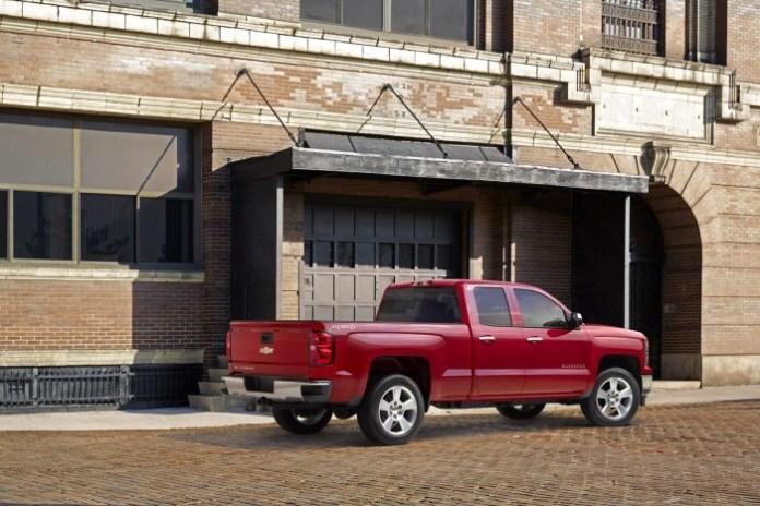 2015 Chevrolet Silverado Custom (2)