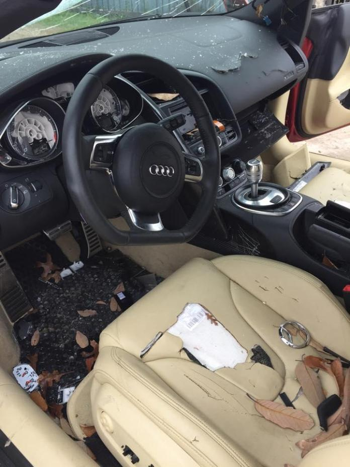 Damaged Audi R8 (3)