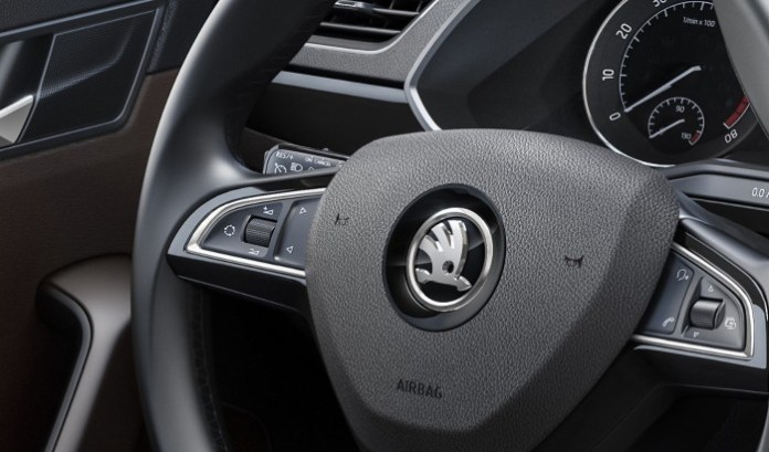 Skoda Superb 2015 interior (3)