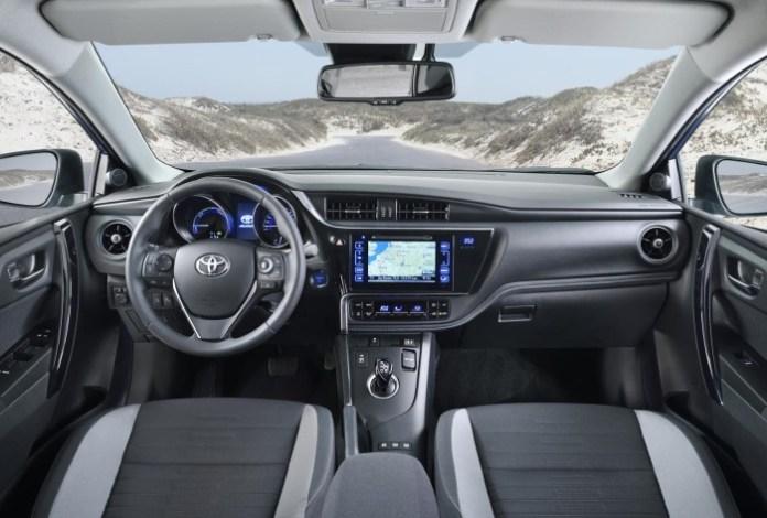 Toyota-Auris-facelift-2015-14