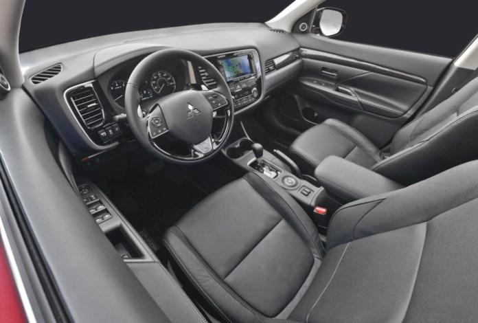 2016_Mitsubishi_Outlander_facelift 33