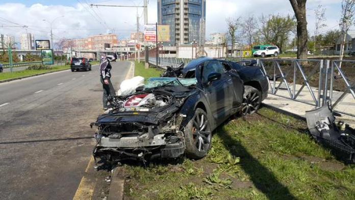 Nissan GT-R crash (3)