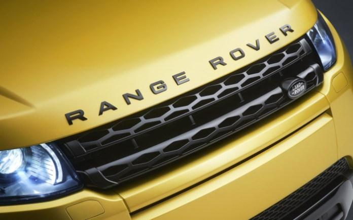 range-rover-evoque-black-pack-grille-logo