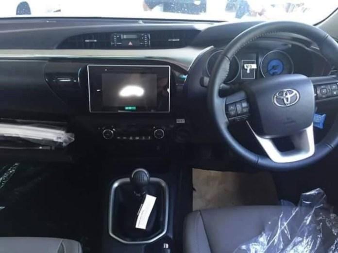 2016_Toyota_Hilux_09