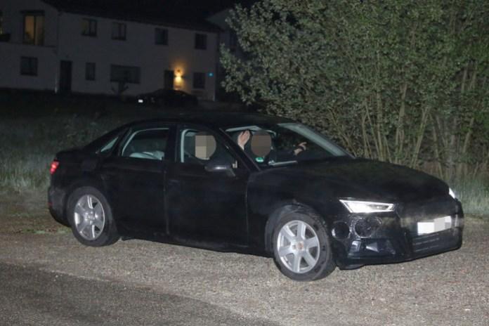 Audi A4 2016 in black spy photos (9)
