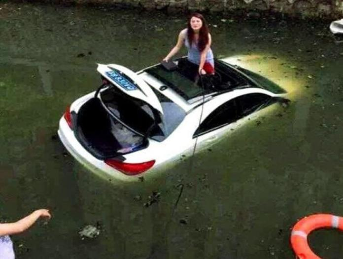 Mercedes-Benz CLS accident in China (4)