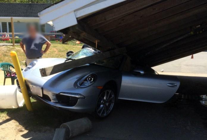 Porsche 911 crash (2)